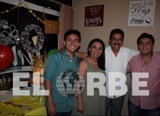 Luis Sánchez, Liliana Sánchez y Francisco Cruz, celebraron a José Luis Cruz García por su 50 aniversario