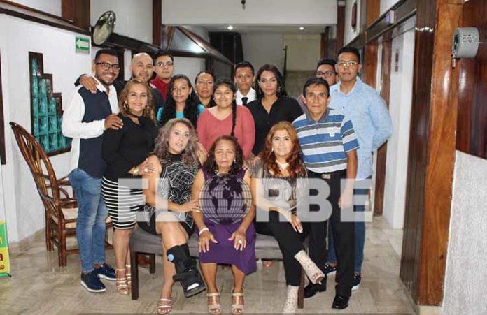 La familia Borralles López, festejó unida a Magnolia López en su cumpleaños 74.